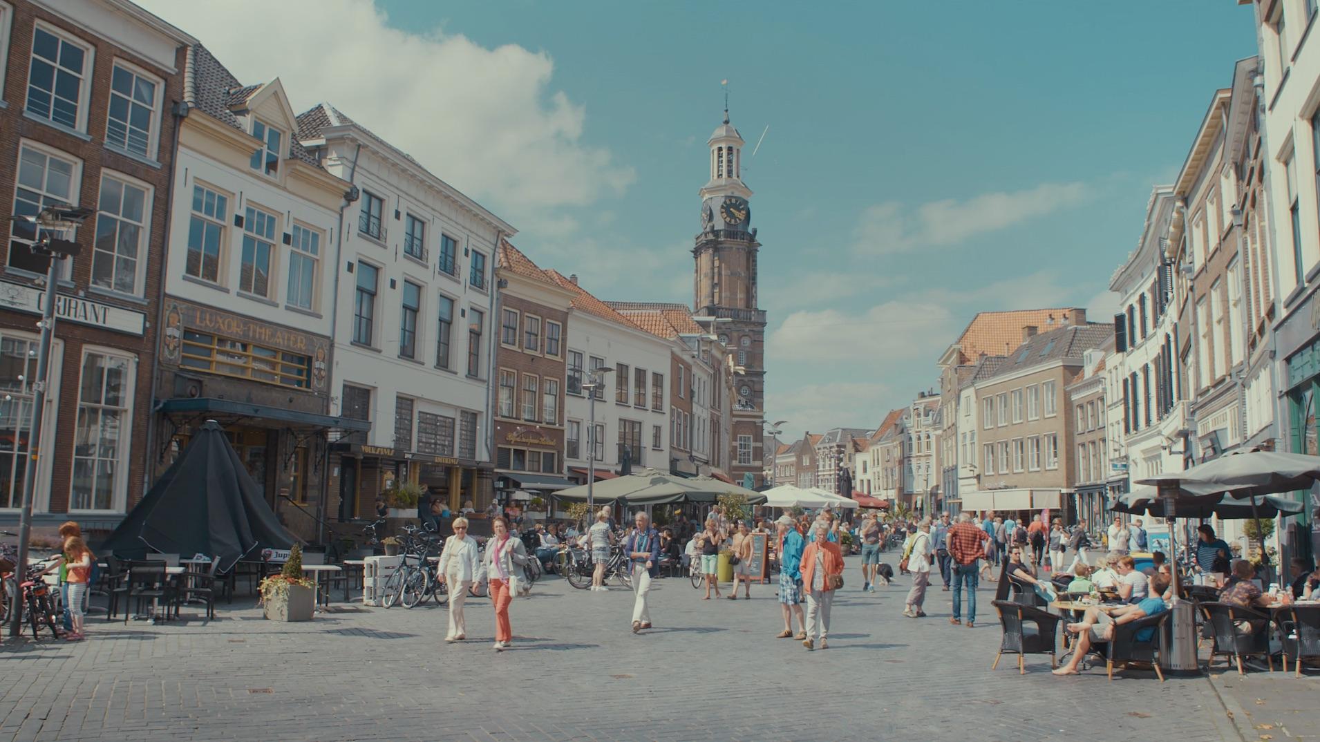 Binnenstad Zutphen Wijnhuistoren Houtmarkt Terrassen zomer